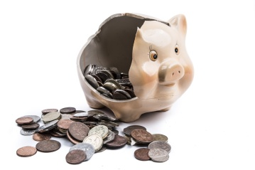 PublicDomainPictures broken-piggy-bank-1472485404YoO